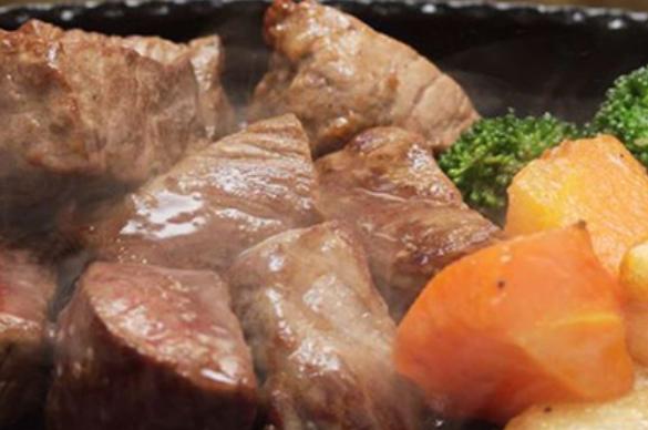 香ばしい香りのステーキ